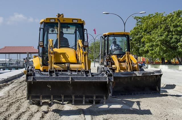 excavators-581333_640